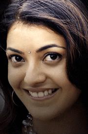 kajal-agarwal-cute-smile-hd-wallpaper