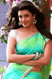 smile-kajal-agarwal-green-saree-hd-image